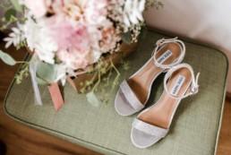 Brautstrauß und Schuhe, Hochzeit bis ins Detail geplant von Julia Leifheit, Yes Wedding Day Management, München