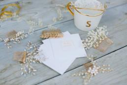 Goldener Haarschmuck für die Braut, Hochzeitsplanerin Julia Leifheit