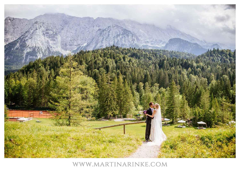 Wald und Berge vor dem Schloss, Hochzeitsplanung mit Julia Leifheit Wedding Day Management aus München