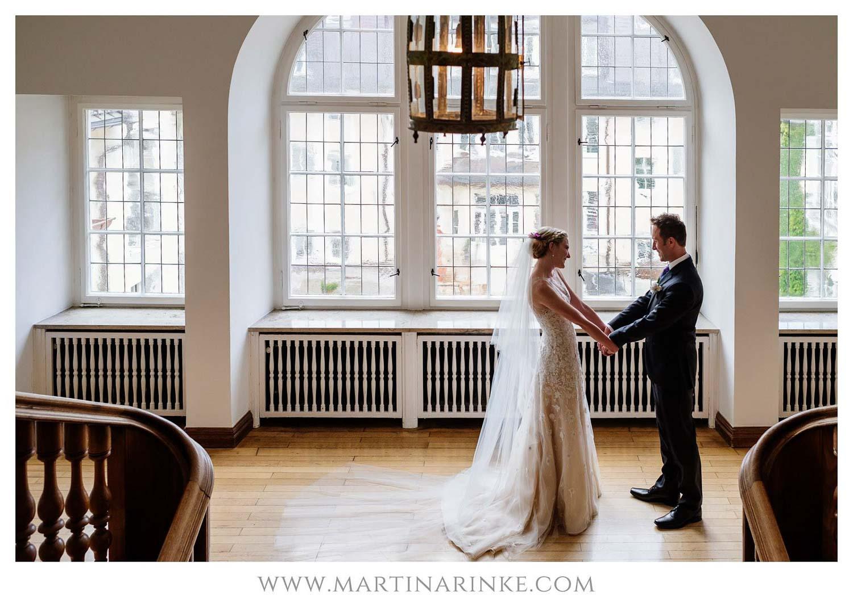 Brautpaar am Morgen Hochzeitsplanung mit Julia Leifheit Wedding Day Management aus München
