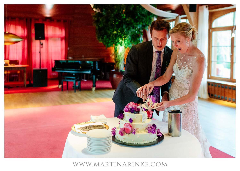 Torte anschneiden im Schloss Elmau, mit Julia Leifheit Wedding Day Management