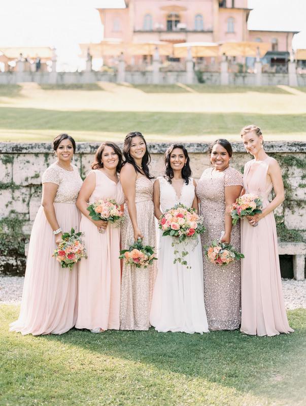 Braut und ihre Brautjungfern in Puderrosa, Hochzeitsplanung mit Julia Leifheit aus München