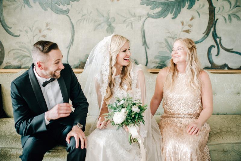 Brautpaar mit trauzeugin, Hochzeitsplanung mit Julia Leifheit aus München