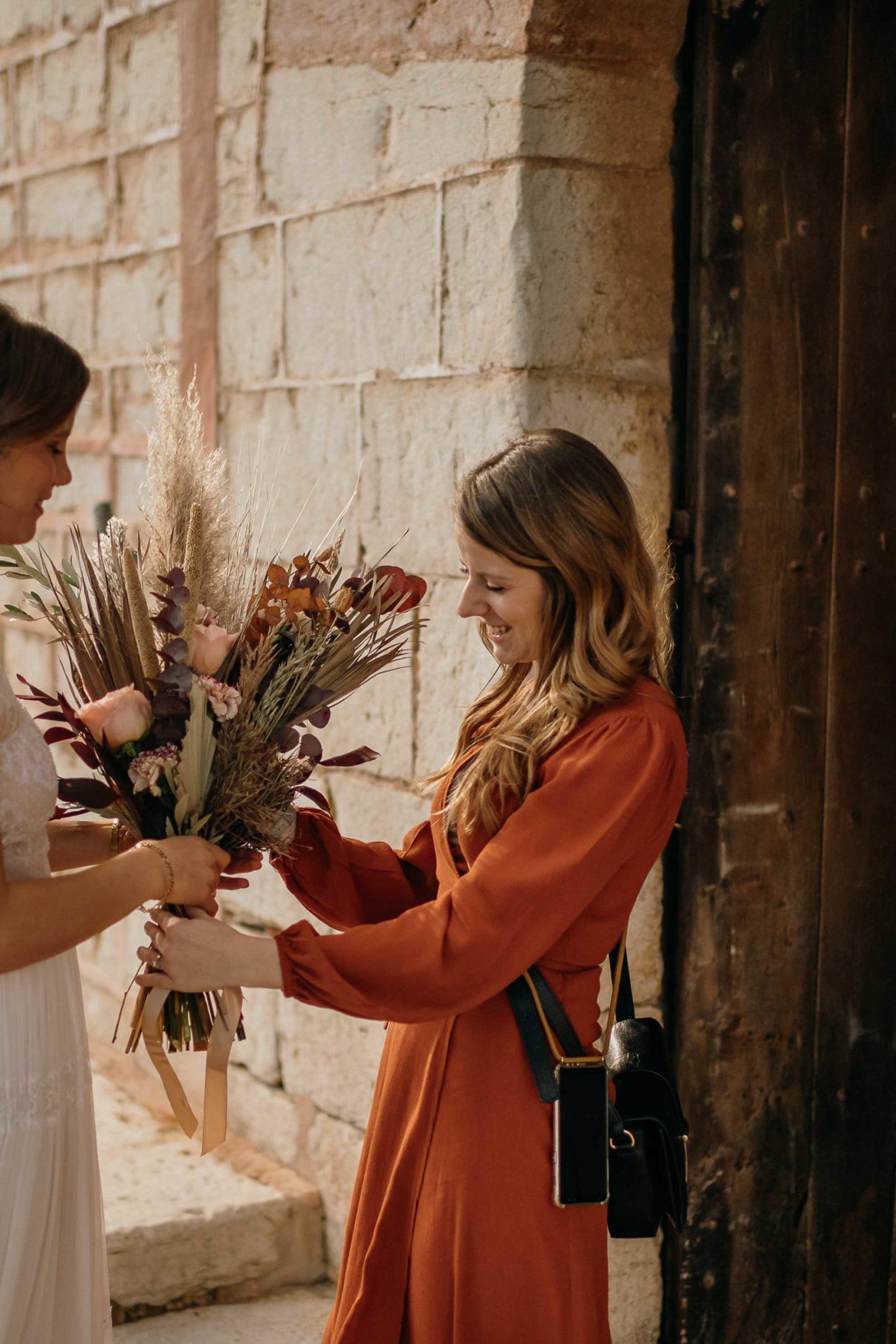 Boho Blumen am Hochzeitstag, bei Finca Hochzeit. Geplant mit Julia Leifheit Wedding Day Management, Hochzeitsplanerin für besondere Hochzeiten München