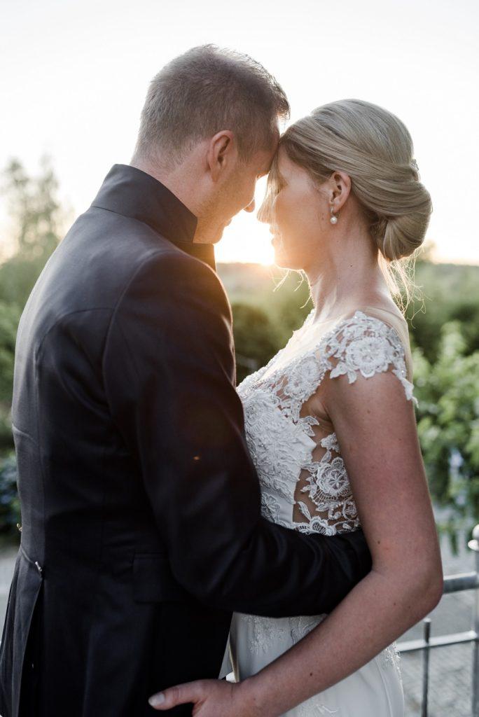 Brautpaar im Sonnenuntergang, Hochzeitreportage von Hochzeitsfotograf Veronika Anna Fotografie